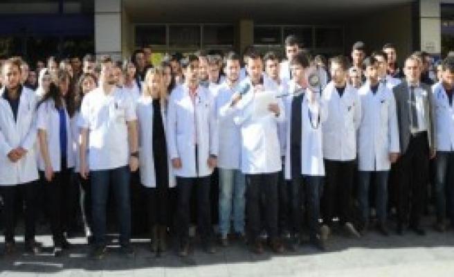 Gaziantep'te Tıp Öğrencilerinden Doktor Cinayeti Protestosu