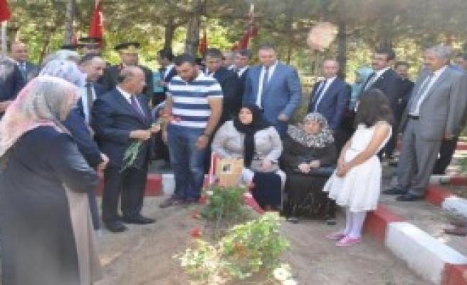 Gaziler Günü'nde Şehitlere Ziyaret