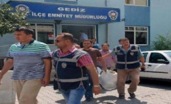 Gediz'de 9 Kişiye FETÖ'den Gözaltı