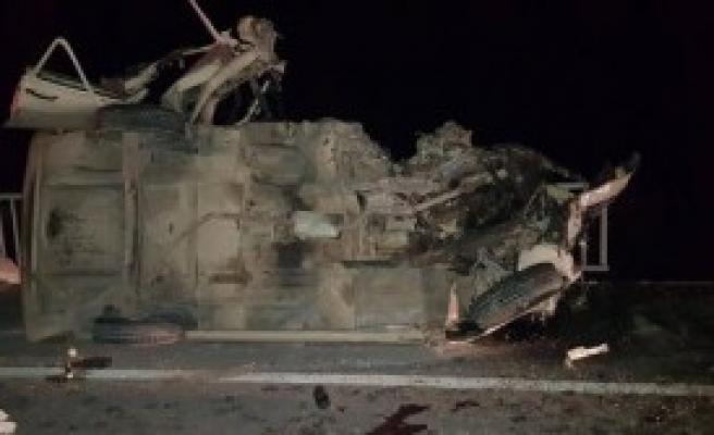Gediz'de Trafik Kazası: 1'i Ağır 6 Yaralı