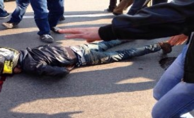 Genç Motosikletli Kazada Yaralandı