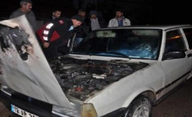 Gölbaşı'nda Park Halindeki Otomobil Yandı