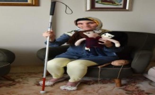 Görme Engelli Hülya Bebek Örüp Satıyor