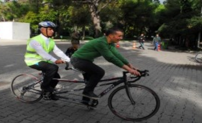 Görme Engellilere Bisiklet Turu