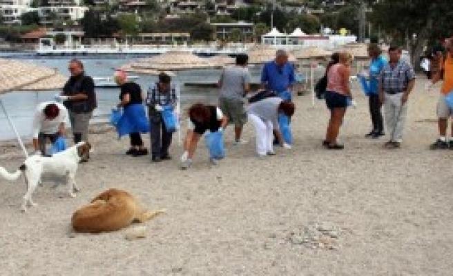 Gündoğanlılar, Tatilcilerle Sahili Temizledi