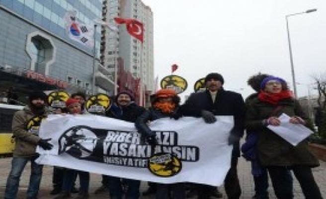 Güney Kore'ye Biber Gazı Protestosu