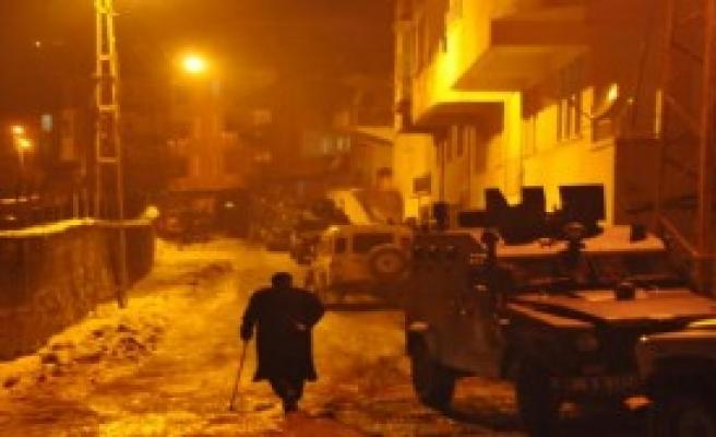 Hakkari'de 20 Zırhlı Araçla Operasyon