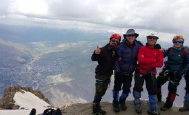 Hakkari'de Sümbül Dağına Zorlu Tırmanış