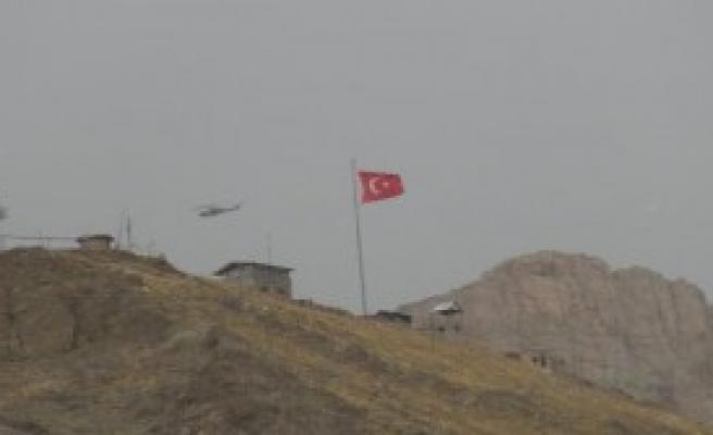 Hakkari'de Helikopter Hareketliliği