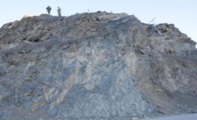 Hakkari'de, Kayalıklarda İntihar Girişimi
