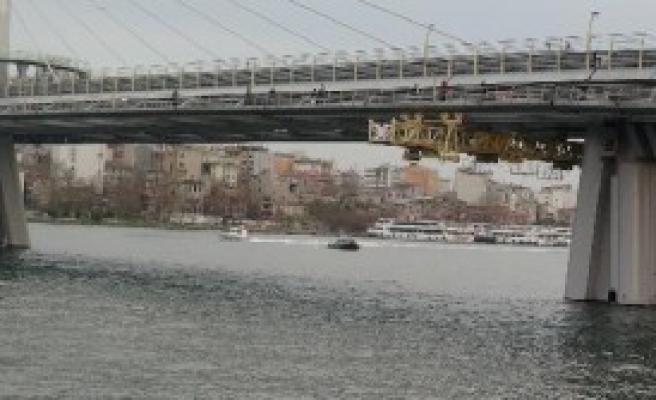 Haliç'te Köprüde İntihar