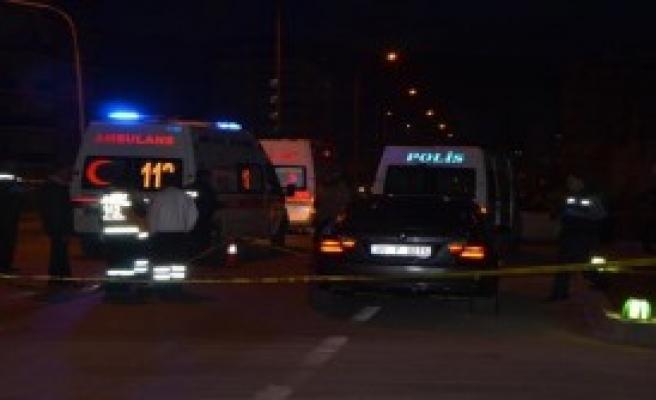 Otomobile Kurşun Yağdırdılar: 1 Ölü