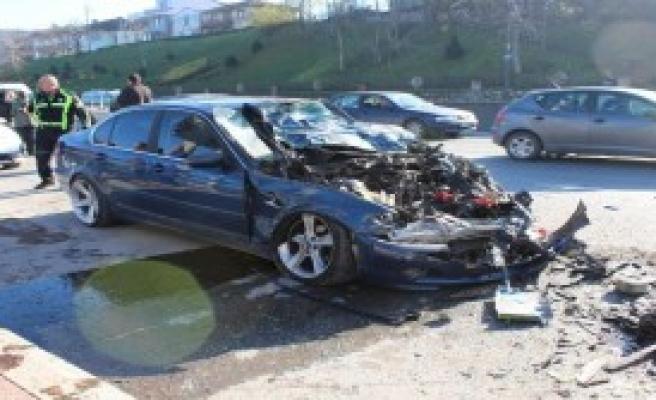 Otomobil 3 Araca Çarptı