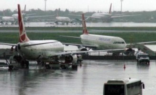 Hava Ulaşımına Yağmur Engeli