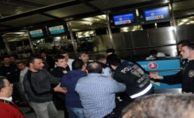 Atatürk Havalimanında Arbede