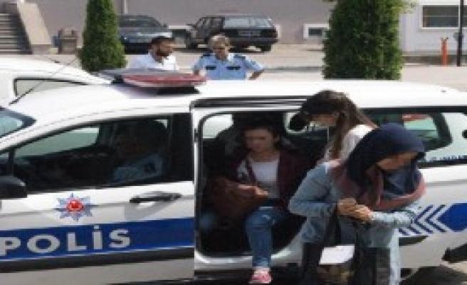 Fetö Evlerine Operasyon: 5 Gözaltı