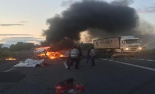 Iğdır'da TIR'la Minibüs Çarpıştı: 1 Ölü