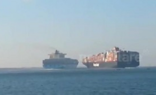 İki Dev Geminin Süveyş Kanalı'nda Çarpışma Anı Görüntülendi