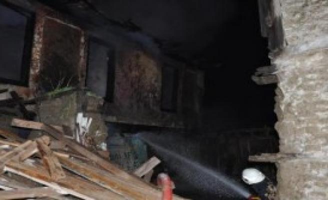 İnegöl'de İki Ahşap Bina Yandı