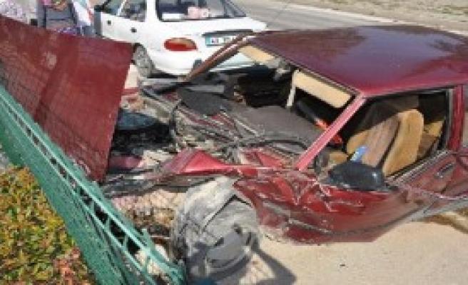 İnegöl'de Kaza: 1'i Polis 6 Yaralı