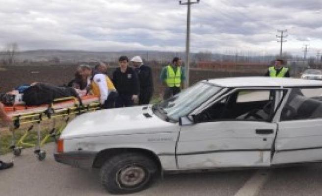 İnegöl'de Zincirlemeli Kaza: 6 Yaralı
