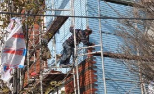 İşçiler Baretsiz Çalışıyor