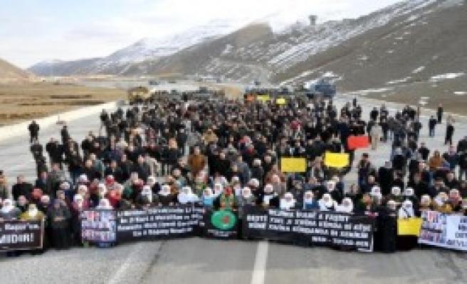 İran Sınırında Protesto Yürüyüşü