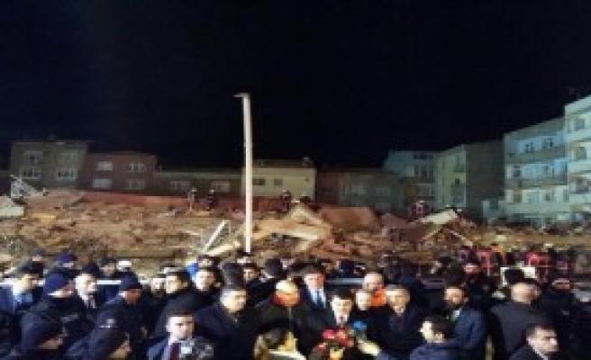 İstanbul Valisi Şahin Olay Yerinde Açıklama Yaptı
