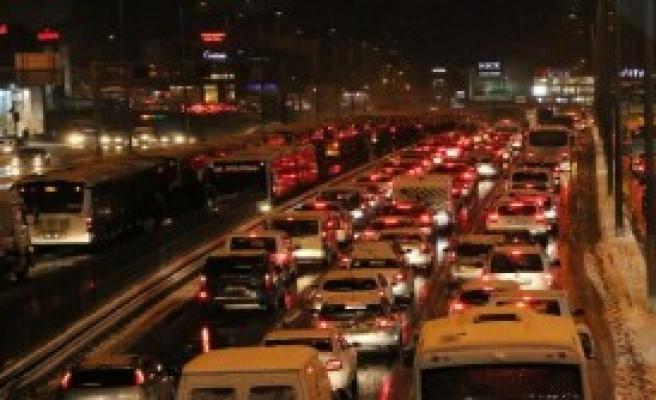 İstanbullunun Kar Çilesi...