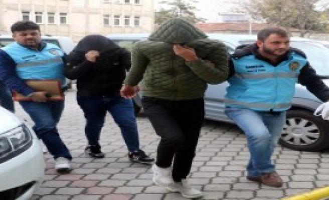 'Polisiz' Diyerek Gasp Yaptılar