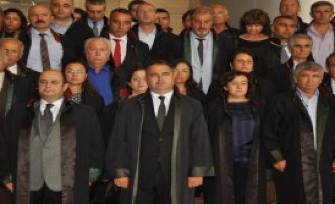 İzmir Barosu'ndan Saygı Duruşu