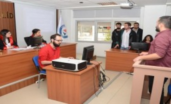 Üniversiteye Eğitim Amaçlı Duruşma Salonu