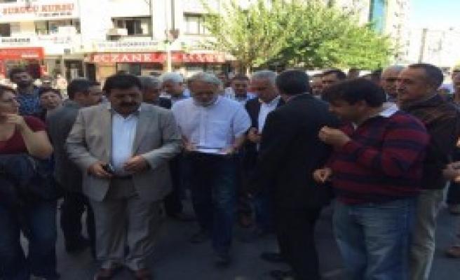 İzmir'de Bir Grup, Polisi Protesto Etti