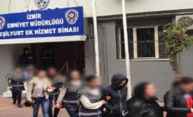 İnsan Tacirleri İzmir'de Yakalandı