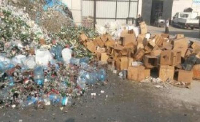 İzmir'de Kaçak İçkiler İmha Edildi