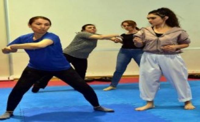 Kadınlar, şiddete karşı tekvando öğreniyor