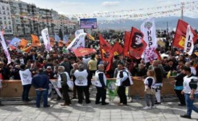 İzmir'de nevruz kutlaması