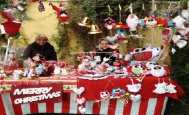 İzmir'de Noel Pazarı Kuruldu