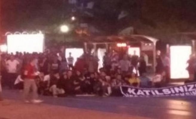 İzmir'de Terör Saldırısı Protesto Edildi