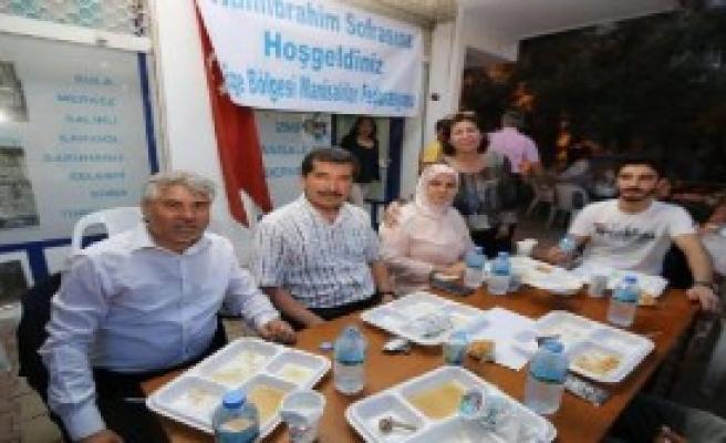 İzmir'de Yaşayan Manisalılar İftarda Buluştu