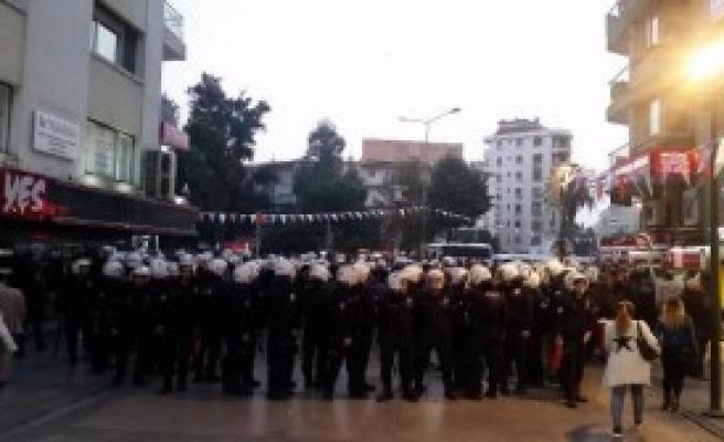 İzmir'de Yök Protestosuna Müdahale