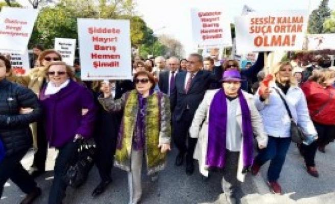İzmirli Kadınlar 'Şiddete Hayır' Dedi