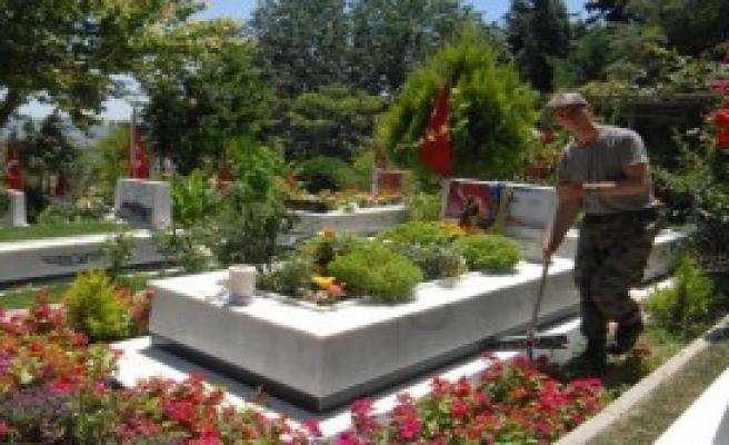 İzmirliler, Şehitlerine Koştu