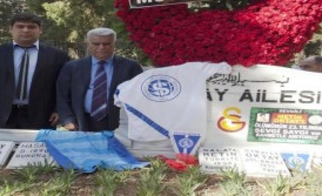 İzmirspor Taçsız Kral'ı Unutmadı
