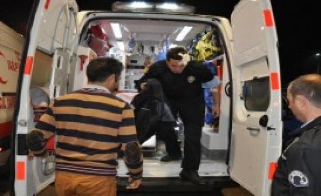 Kaçak Sigara Baskınında Bir Polis Yaralandı
