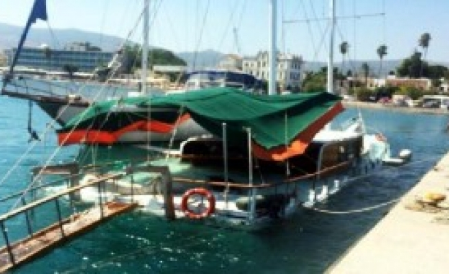 Kaçaklar, Dönmemek İçin Tekneyi Batırdı