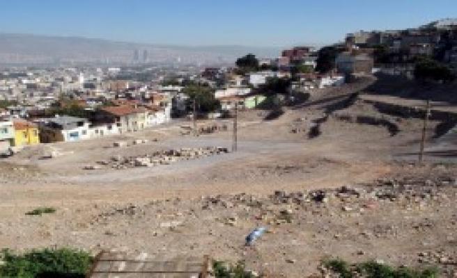 Kadifekale'de Antik Roma Tiyatrosuna İlk Kazma