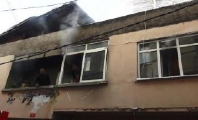 Kadıköy'de Çıkan Yangın Can Aldı