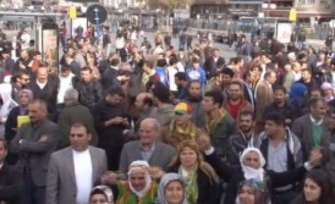 Kadıköy'de Miting Başladı