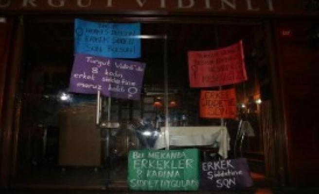 'O Restoran'ın Önünde Eylem Yaptılar